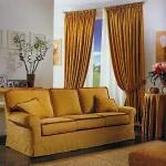 Tendaggio e divano in tessuto di ciniglia coordinato